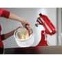 תמונה של גלידת וניל על מצע קדאיף