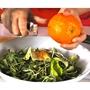 תמונה של סלט ירוק עם אפרסקים צלויים