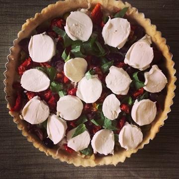 תמונה של קיש זיתים, עגבניות וגבינה