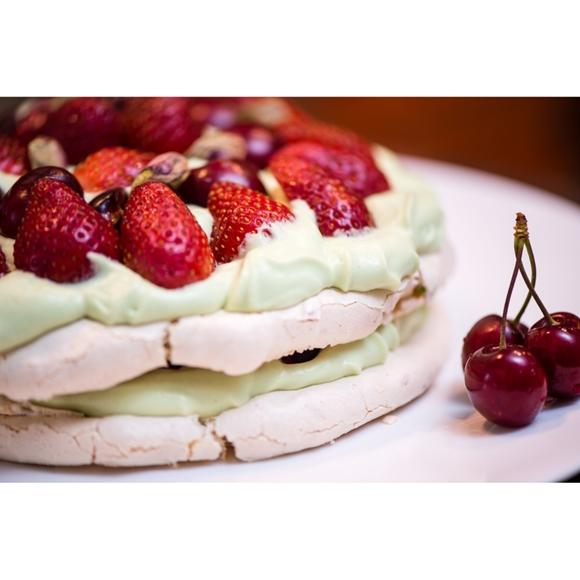 תמונה של פבלובה תותים ופיסטוק
